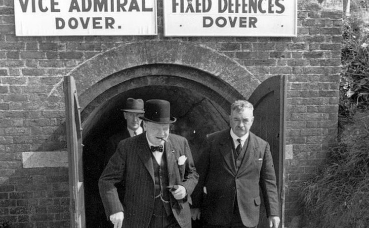 Prime Minister Winston Churchill, with the mayor of Dover in August 1940 ©Imperial War Museum