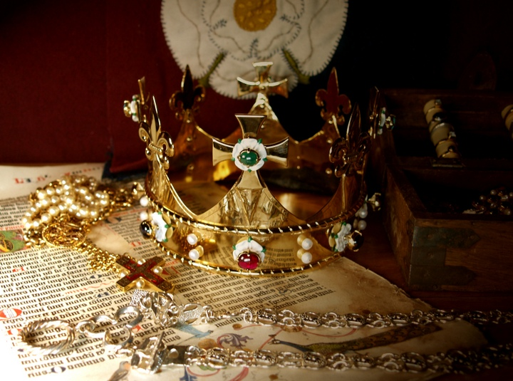 The funeral crown for Richard III