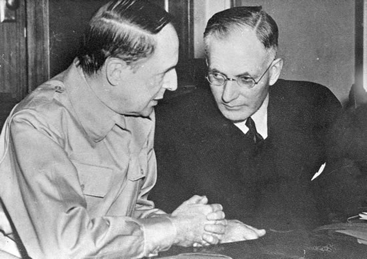 John Curtin and US General Douglas MacArthur meet at Parliament House on 26 March 1942