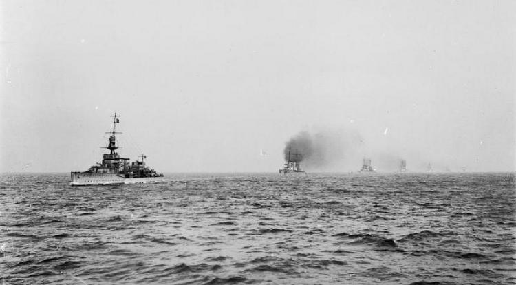 HMS Cardiff leads the High Seas Fleet into Rosyth