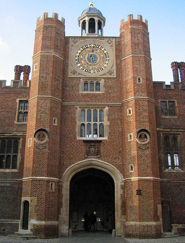 Hampton-Court-Anne-Boleyn-Gateway