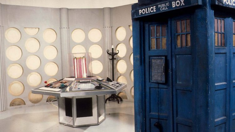 Doctor-Who-History-TARDIS-Console-010
