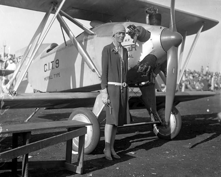 Amelia-Earhart-1928