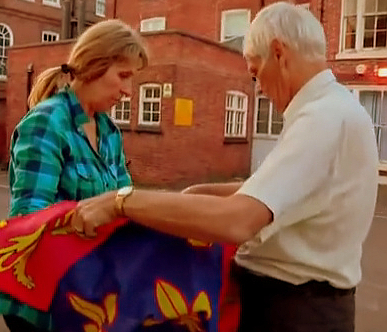 Philippa Langley and John Ashdown-Hill drape a reporduction of Richard III's standard over his remains | Image ©Channel 4