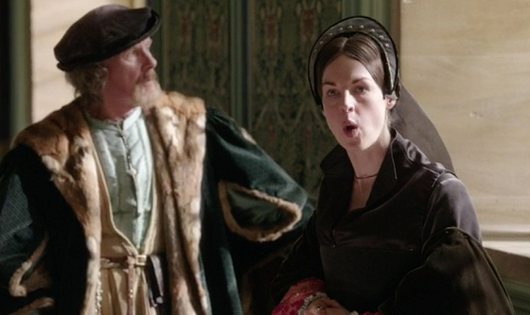 Wolf-Hall-Episode-3-Anna-Regina-02.png